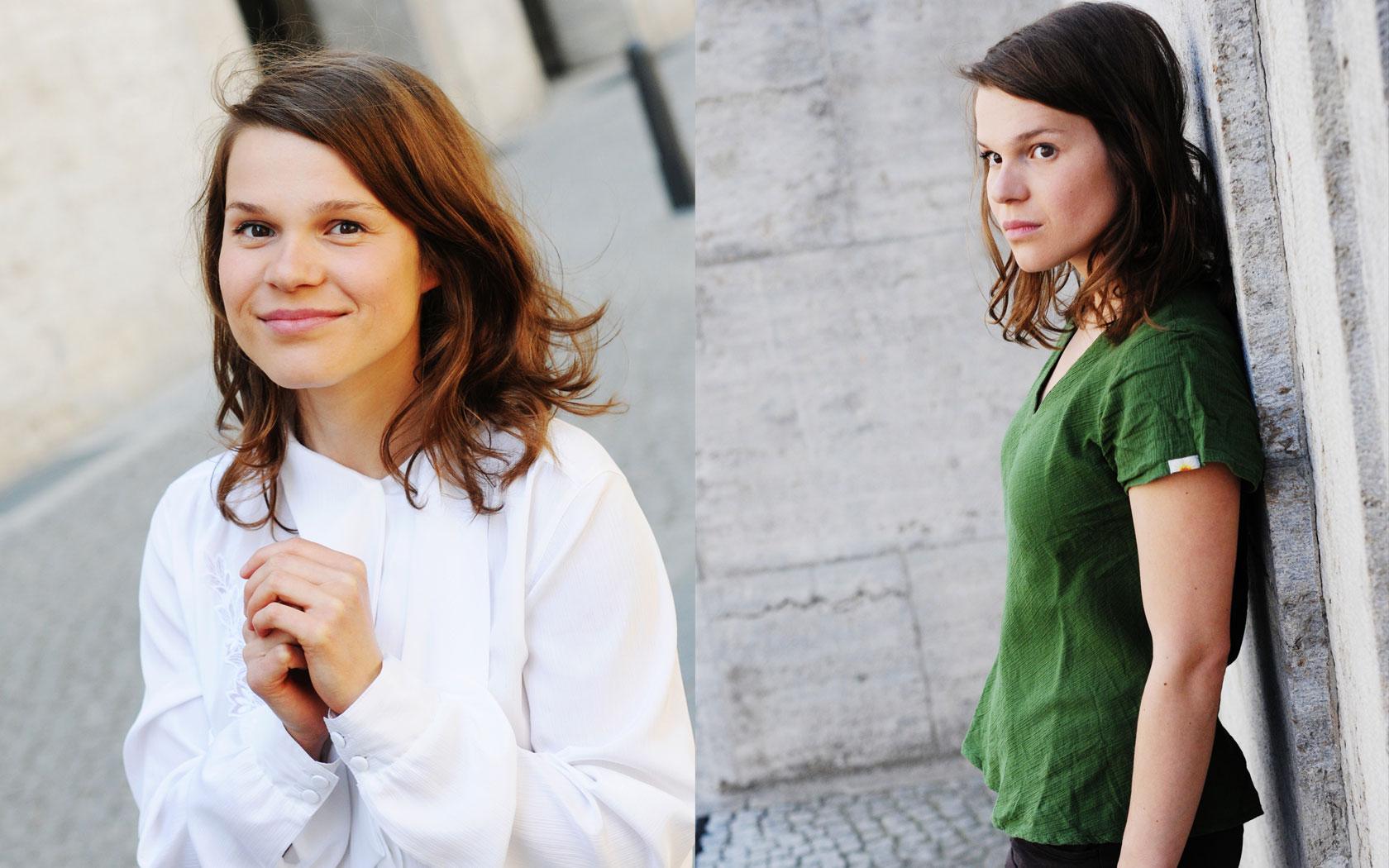 Medium close-up Straßenszene von Franziska Krol, Schauspielerin und Sprecherin aus Berlin